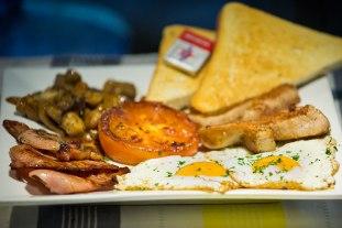 Big Breakfast: fried eggs, bacon, mushrooms, tomato, Sausage and toast